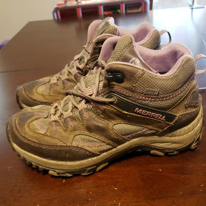 Size 8 Merrell Hiking Boot